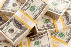 Pilas de cientos cuentas de dólar Foto de archivo libre de regalías