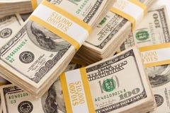 Pilas de cientos cuentas de dólar Fotografía de archivo libre de regalías