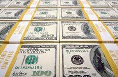 Pilas de cientos cuentas de dólar Foto de archivo