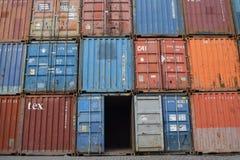 Pilas de contenedores para mercancías Fotos de archivo libres de regalías