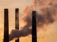 Pilas de humo de la fábrica Fotografía de archivo libre de regalías