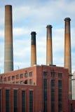 Pilas de humo sucias de la fábrica Imagen de archivo