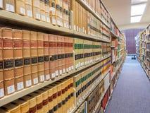 Pilas de la biblioteca jurídica Imagen de archivo