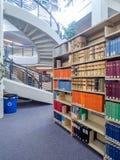 Pilas de la biblioteca jurídica Imagen de archivo libre de regalías