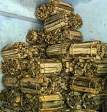 Pilas de la leña de pila de madera del fuego Fotografía de archivo libre de regalías