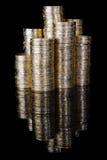 Pilas de la moneda en negro Imagen de archivo