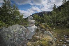Pilas de la roca en las montañas imagen de archivo