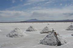 Pilas de la sal en Salar de uyuni Fotos de archivo libres de regalías