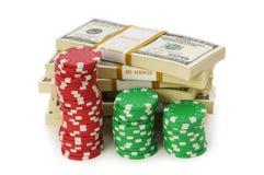 Pilas de la viruta del dólar y del casino Fotos de archivo