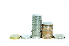 Pilas de las monedas aisladas Foto de archivo libre de regalías