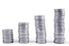 Pilas de las monedas de plata imagenes de archivo