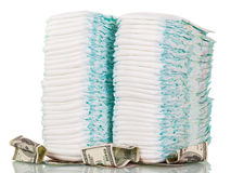 Pilas de los pañales y del dinero de los niños aislados en blanco Imagen de archivo libre de regalías