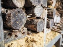 Pilas de madera de construcción usadas como hotel de la abeja imagen de archivo libre de regalías