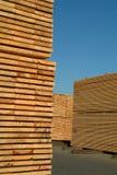 Pilas de madera de construcción Foto de archivo libre de regalías