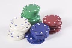 Pilas de microprocesadores rojos, verdes, blancos y azules del casino Foto de archivo