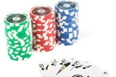 Pilas de microprocesadores y de tarjetas del casino Fotos de archivo