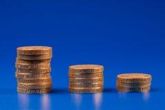 Pilas de monedas de libra Fotografía de archivo libre de regalías
