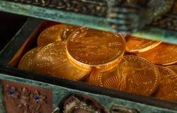 Colección de monedas de un oro de la onza Imágenes de archivo libres de regalías