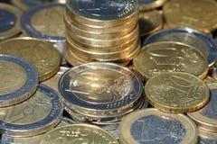 Pilas de monedas euro Fotografía de archivo libre de regalías