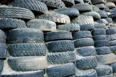 Pilas de neumáticos viejos Foto de archivo libre de regalías