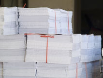 Pilas de papel impreso Imágenes de archivo libres de regalías