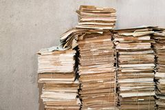 Pilas de papeles viejos Imagenes de archivo