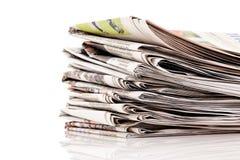 Pilas de periódicos viejos Imagen de archivo libre de regalías