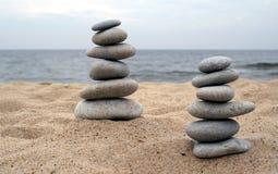 Pilas de piedras equilibradas fotos de archivo