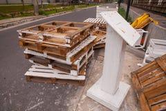 Pilas de plataformas de madera viejas Imagenes de archivo