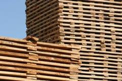 Pilas de sequedad de la madera de construcción Fotografía de archivo