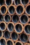 Pilas de tubería de acero Fotos de archivo libres de regalías