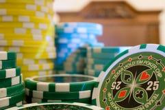 Pilas de virutas de póker Fotografía de archivo libre de regalías