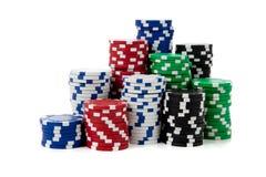 Pilas de virutas de póker en blanco Fotos de archivo