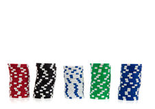 Pilas de virutas de póker en blanco con el espacio de la copia Foto de archivo