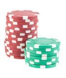 Pilas de virutas de póker rojas y verdes Imagenes de archivo