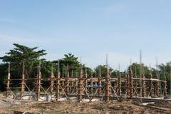 Pilas del hormigón reforzado del nuevo edificio Fotografía de archivo libre de regalías