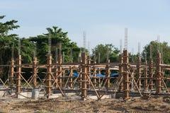 Pilas del hormigón reforzado del nuevo edificio Fotografía de archivo