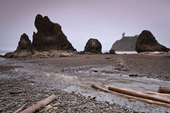 Pilas del mar en la playa de rubíes Foto de archivo