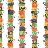Pilas inconsútiles del modelo de tazas coloridas apiladas Fondo colorido con las tazas del té Ilustración drenada mano del vector ilustración del vector
