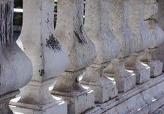 Pilastras na fachada de uma construção antiga foto de stock