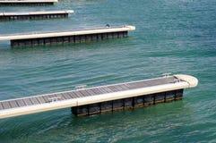 Pilastri per le barche in Mar Nero, Bulgaria immagini stock