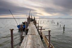 Pilastro artigianale di pesca al tramonto Fotografie Stock