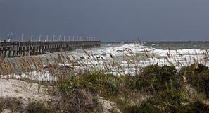 Pilastro d'avvicinamento di pesca della tempesta immagine stock