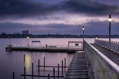 Pilastro dei traghetti storici prima di alba Fotografie Stock