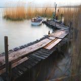 Pilastro del Balaton con la barca Immagine Stock