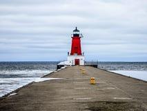 Pilastro del faro di Ann Arbor sulla costa ovest di lago Michigan fotografia stock
