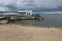Pilastro del fiume nell'entroterra russa immagine stock libera da diritti