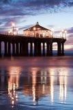 Pilastro del Manhattan Beach dopo il tramonto 50mm Immagine Stock