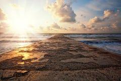 Pilastro del mare al tramonto Fotografie Stock Libere da Diritti