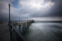Pilastro della Huntington Beach grandangolare immagini stock